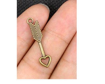 Set of 10 charms arrow heart bronze (T23)