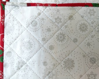 Quilted Christmas Placemats; Christmas Placemats: Holiday Season; Quilted Placemats