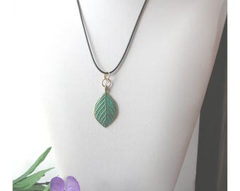 Gorgeous Leaf Pendant, green and gold patina, gift under 10, GBT329