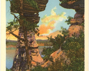 Stand Rock Formation Wisconsin Dells Vintage Postcard (unused)