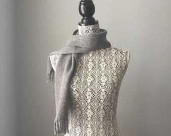 Short handwoven grey scarf, in alpaca and wool