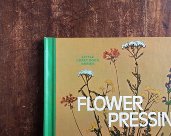 Vintage pressed flower book 70s retro craft book guide