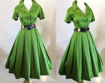 "Classic 1950s/60's ""shirt waist dress"" in yummy green with novelty button belt VLV rockabilly vintage chic size Medium"