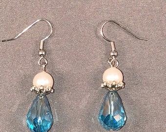 Swarovksi pearl and turquise drop earrings. 043