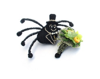 Spider brooch, spider holding a bunch of flowers - spider jewelry, insect brooch, romantic jewelry