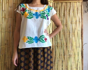 Mexican blouse with shiny embroidery. Small / Medium size.