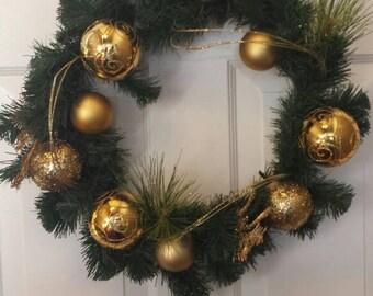 Christmas wreath / holiday wreath / front door wreath / door wreath / gold orimenents wreath
