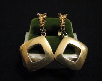 Vintage Crown Trifari Gold Tone Textrued Square Door Knocker Dangle Clip Earrings