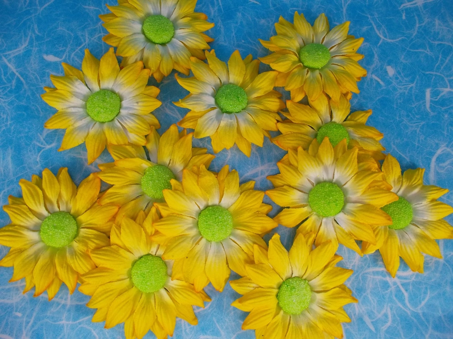 Supply 12 Flowers Floral Yellow White Green Center Mulberry