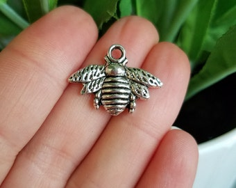 10 PIECES Bee Charm Antique Silver Tone, Bee Pendant, Bumblebee Charm, Honeybee Charm, Bumblebee Pendant, Insect Charm B11362H