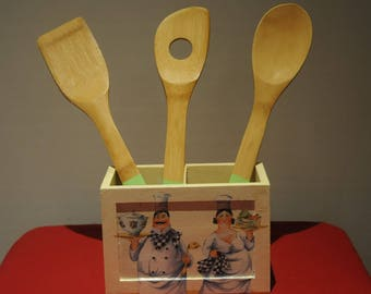 Pretty box with utensils with three wooden spoons
