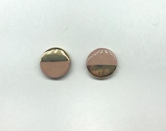 Salmon pink and yellow gold round ceramic stud earrings, handmade clay earrings, modern minimalist design, half pink half gold ceramic