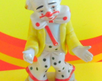 "Vintage Homeco Circus Clown, made in Taiwan. circus collectibles, 1970s knick knacks, ceramic clowns, circus clowns, 5 3/4"" tall,"