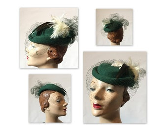 Vintage 80s Fascinator Hat in Green Felt OS Feather Flourish and Birdcage Veil