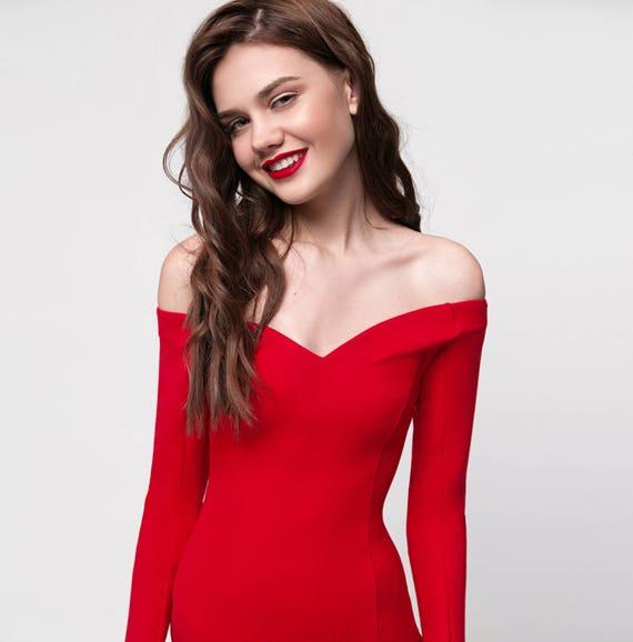 Red dress. cocktail dress. sexy red dress. classy dress. off
