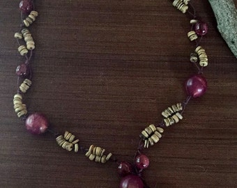 Mixed materials vintage necklace - with upscale mixed woods
