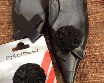 purchased 1 = 1, a pair of black satin flower shoe Clips