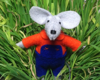 Stuffed animal felt moue grandson gift mouse in matchbox kids gift outdoors play needle felted animal handmade doll gardener gift