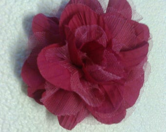 """Flower clip with red """"fuschia"""" to garnish a garment, color stranded 602"""