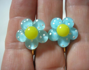 Play Earring - Clip - Polka Dot Flower - Clear Blue - 5/8""