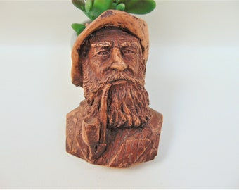 Carved Resin Pipe Smoking Man Vintage Wall Decor Hanging Home Decor Ornaments Accents