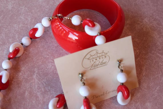 Cute Vintage Plastic Parklane Parure, Red and White