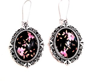 illustrated flower cabochon earrings