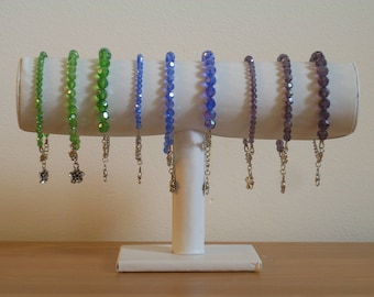Sober and chic, colors 9 choice Crystal bracelets are available.