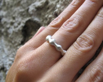 Silver wavy ring. Wavy wedding band. Stacking ring.