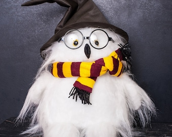 Hedwig Owl (Harry Potter pet). Hedwig stuffed snowy owl - buy Harry Potter owl plush toy. Super gift for the fans of the movie.
