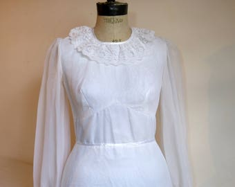 White floral lace & voile PRONUPTIA wedding dress with long sheer sleeves and train - size 34/36 or XS - French 70s 80s vintage