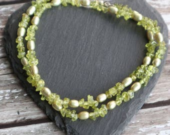 Peridot Necklace, Pearl and Peridot Necklace, Olivine & Green Pearl Necklace, Delicate Peridot Jewelry, August and June Birthstone Jewellery