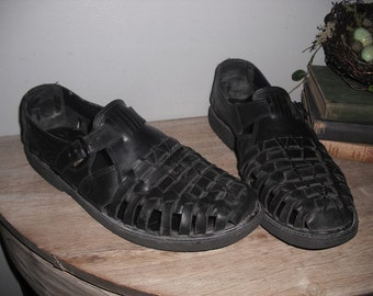 vintage MENS black Woven leather HUARACHES With side buckles Size 10