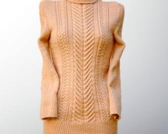 Warm sweater. Winter sweater. Women's sweater. Sweater soft woolen. Sweater camel wool. Sweater color cream. Handknit sweater. Long sweater.