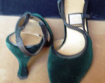 Forrest Green Velvet Pump 7 Med. Like New Item # 17 Shoes