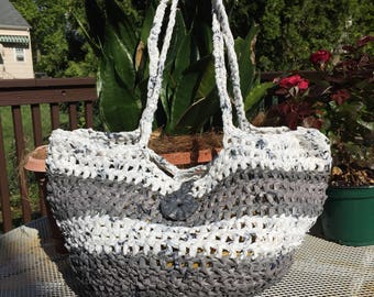 Large plarn tote-shades of gray & white