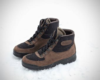 Amazing vintage and rare Vasque Sundowner Skywalk Hiking Boots Made in Italy Size 8 M (Men's Reg.) may fit trans/ genders check measurements