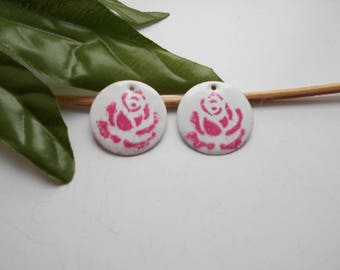 white flower sequins enamelled 20 mm and 2 x pink