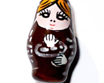 1 Pearl matryoshka porcelain Brown 26 x 15 mm CERC01MAR