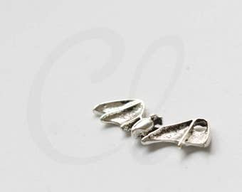10 Pieces Oxidized Silver Tone Base Metal Charms - Bat 22.3x9.05mm (25816Y-V-100)