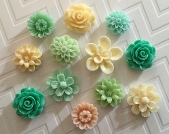 Flower Thumbtacks or Magnet Set of 12 - (#102) - dorm decor, hostess gift, weddings, bridal shower, baby shower, gift, teacher gift