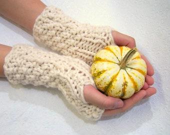 Cream Chunky Knit Fingerless Mittens, Button Cuff Fingerless Mittens Cream, Ecru Armwarmers, Cream Fingerless Gloves, Winter White
