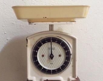 Vintage Effem kitchen scale