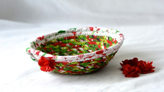 Christmas Decoration, Holiday Candy Dish, Handmade Clothesline Basket, Decorative Gift Basket, Ring Dish, Desk Accessory, Coiled Rope Bowl