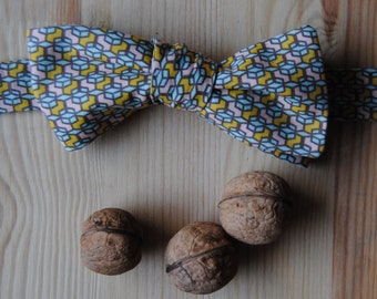 Pre-knotted bowtie in geometric pattern cotton, ajustable metalic clip