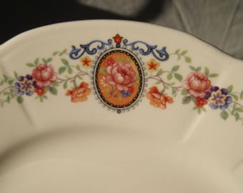 Knowles Taylor Knowles Dinner Plate Pair Scaloped Flowers