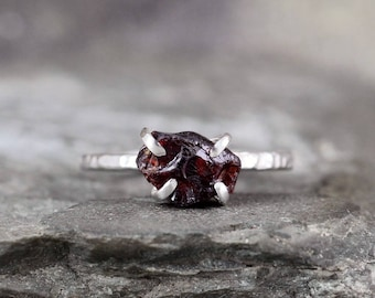 January Birthstone Raw Garnet Ring - Rustic Sterling Silver - Uncut Rough Red Gemstone Rings - Stacking Ring - Statement Jewellery