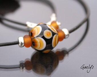 Mael - collier lampwork tons ambre / blanc / noir - argent, verre et cuir - Gaelys