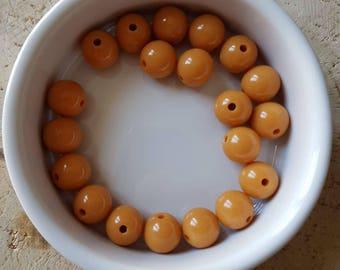 Set of 20 beads 10mm caramel brown acrylic (P30)