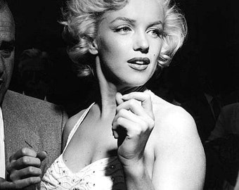 Marilyn Monroe - Marilyn in a photographed at a party 1950's